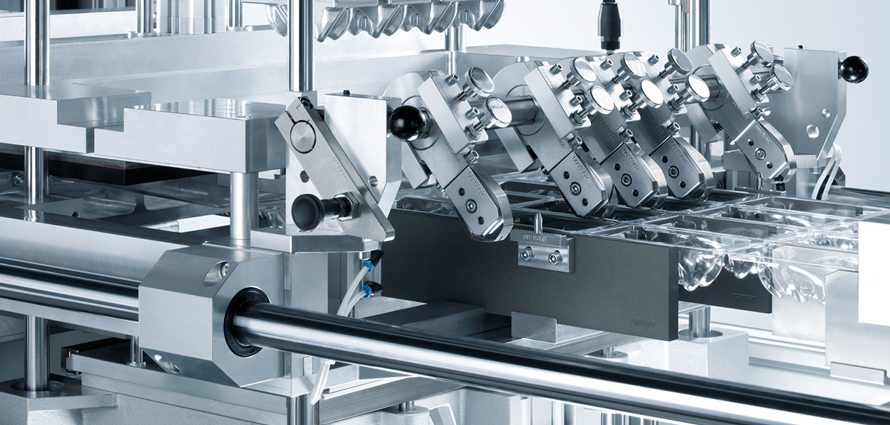 Machine packing in safety thanks to lsc cabinet system for Koch pac systeme